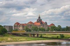 Puente sobre el río Elba en Dresden, Alemania Fotografía de archivo