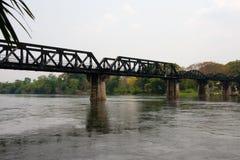 Puente sobre el río Kwai en Tailandia Foto de archivo libre de regalías