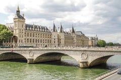 Puente sobre el río Sena Fotografía de archivo libre de regalías