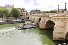 Puente sobre el río Sena, París Foto de archivo libre de regalías
