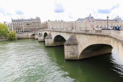 Puente sobre el río Sena, París Imágenes de archivo libres de regalías