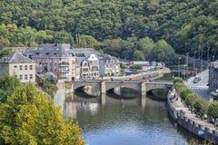 Puente sobre el rive Ourthe en el Roche-en-Ardenne del La Imagen de archivo