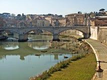 Puente sobre el Tíber en Roma Fotos de archivo libres de regalías