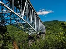 Puente sobre el valle fotos de archivo libres de regalías