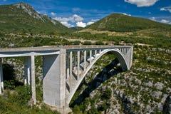 Puente sobre la barranca Foto de archivo libre de regalías