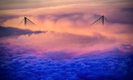 Puente sobre las nubes Fotos de archivo