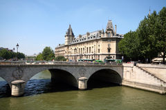 Puente sobre Seine foto de archivo libre de regalías