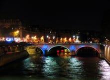 Puente sobre Seine por noche Fotografía de archivo libre de regalías