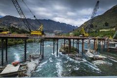 Puente sobre un río de Nueva Zelanda imagen de archivo libre de regalías