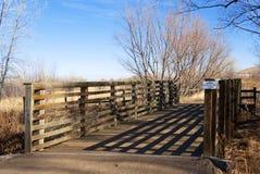 Puente sombrío en la pradera de Colorado Imagen de archivo libre de regalías