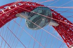 Puente suspendido moderno en Moscú Foto de archivo libre de regalías