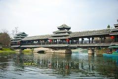 Puente tradicional chino en el Shangri-La Guilin, Guilin Imagenes de archivo