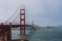 Puente a través de la bahía fotos de archivo