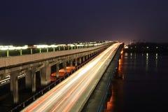 Puente a través del río Fotografía de archivo libre de regalías