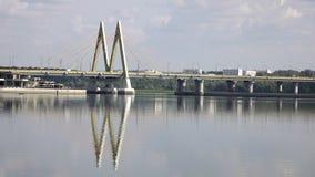 Puente a través del río, ciudad Kazán, Rusia metrajes