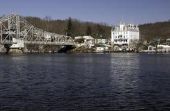 Puente a través del río de Connecticut Imagen de archivo