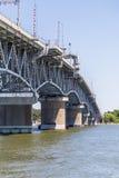 Puente a través del río de York cerca de Yortktown fotos de archivo libres de regalías