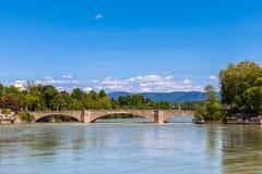 Puente a través del río Rhine foto de archivo