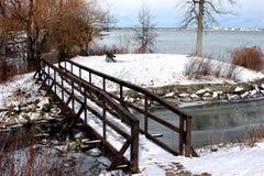 Puente a una pequeña isla en el río Niágara Fotografía de archivo libre de regalías