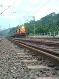Puente verde natural del carril del tren foto de archivo libre de regalías
