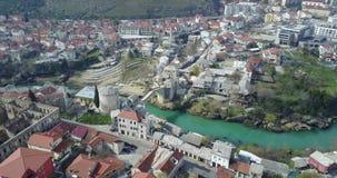 Puente viejo de Mostar sobre el río de Neretva Foto de archivo