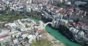 Puente viejo de Mostar sobre el río de Neretva Fotografía de archivo
