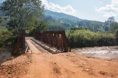 Puente viejo del hierro, puente no degradado fotografía de archivo libre de regalías