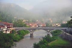 Puente viejo en la ciudad de Veliko Tarnovo Imagen de archivo libre de regalías