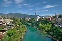 puente viejo en Mostar - protegido por la UNESCO foto de archivo