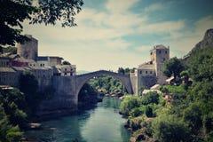 puente viejo en Mostar - protegido por la UNESCO imagen de archivo libre de regalías