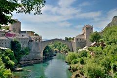 puente viejo en Mostar - protegido por la UNESCO fotos de archivo