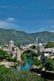 puente viejo en Mostar - protegido por la UNESCO imagen de archivo