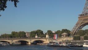 Puente viejo famoso de Pont D 'iena sobre el arroyo del Sena en la ciudad de París