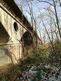 Puente viejo hermoso con los arcos imagen de archivo