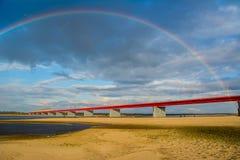 Puente y arco iris de Nadym foto de archivo libre de regalías