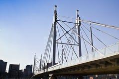 Puente y calzada de suspensión Fotos de archivo