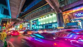 Puente y camino de la autopista en la noche Bangkok, Tailandia En noviembre de 2016 timelapse 4K metrajes