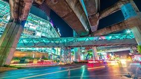 Puente y carretera del anillo de la autopista en la noche Bangkok, Tailandia En noviembre de 2016 timelapse 4K metrajes