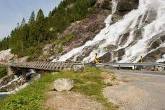 Puente y cascada Imágenes de archivo libres de regalías