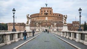 Puente y Castel Sant Angelo en Roma en invierno Imagenes de archivo