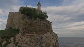 Puente y castillo medievales - faro Castro Urdiales 11 almacen de metraje de vídeo