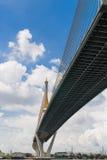 Puente y cielo foto de archivo