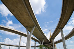 Puente y cielo imagenes de archivo
