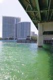 Puente y edificios Foto de archivo libre de regalías