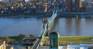 Puente y el río Ohio aéreos de Roebling en Cincinnati Imagen de archivo
