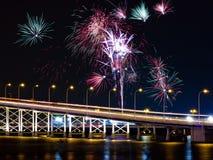Puente y fuegos artificiales de Macao-Taipa Fotos de archivo