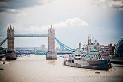 Puente y HMS Belfast de la torre Fotografía de archivo