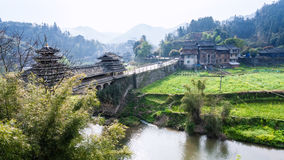 Puente y jardines de la gente de Dong en Chengyang imagen de archivo libre de regalías