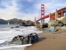Puente y playa de la puerta de oro Imagen de archivo libre de regalías