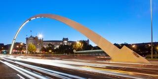 Puente y plaza de toros (Madrid) de Las Ventas en la oscuridad Imagenes de archivo